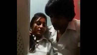 College Girl Ki Virgin Pussy Ko Boyfriend Ne Chod Kar Phada
