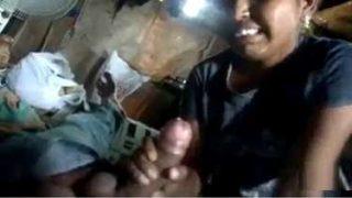 तेलुगु भाभी ने बेंक वाले का मोटा लंड चूसा लोन के लिए