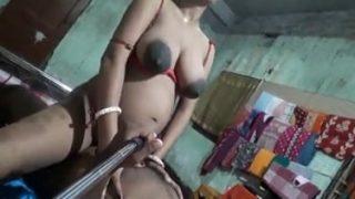देसी विलेज की सेल्फी सेक्स मूवी सेल्फी स्टिक से बनाई हुई