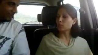 सेक्सी मुस्लिम लड़की ने कार में चूसा हबीब का लंड